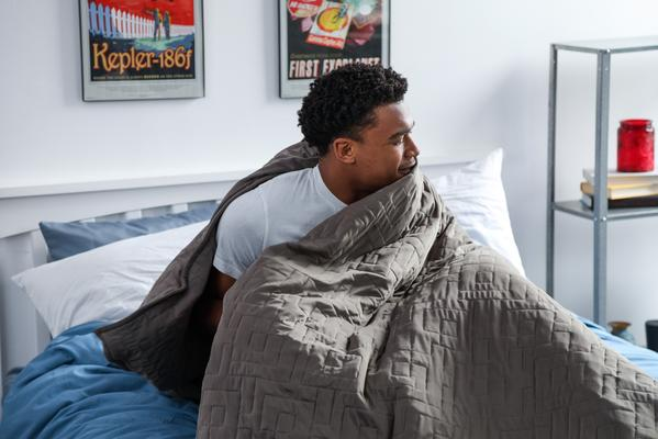 how does a weighted blanket work?