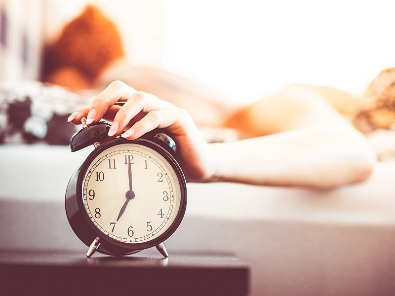 avoiding snoozing if you want to become a morning person