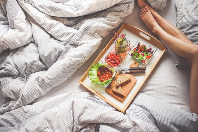 how to create the perfect breakfast in bed