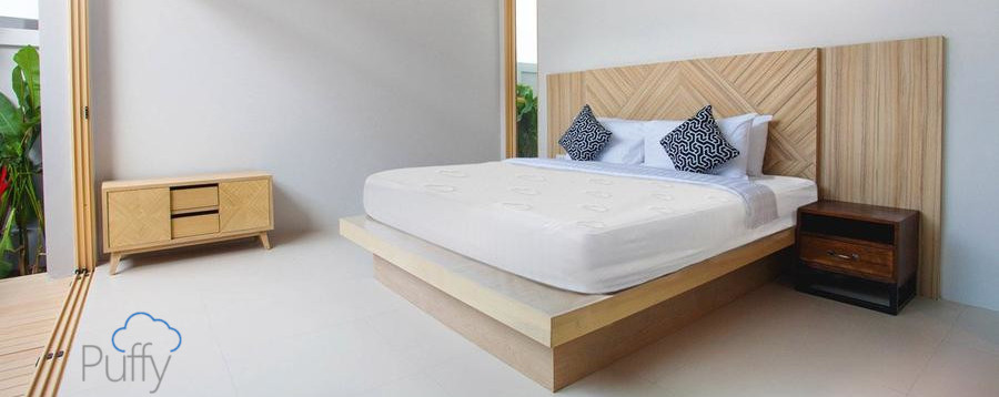 the cool crinle free sound free mattress protector from puffy