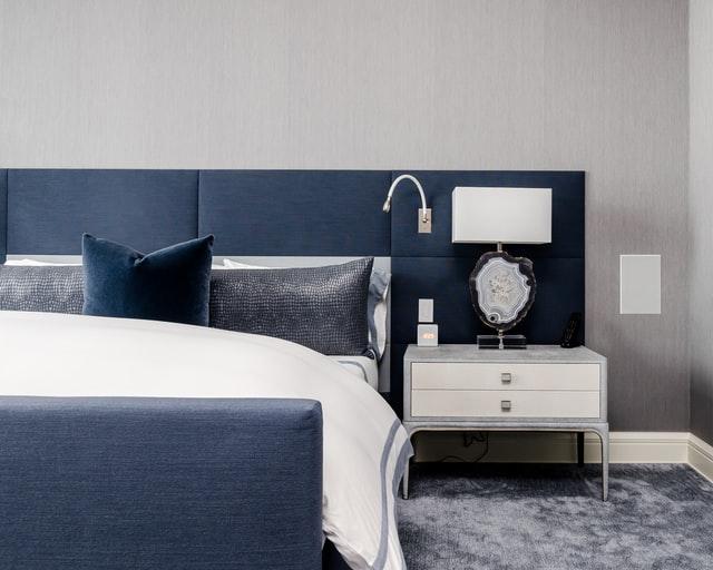 get a clean minimalist bedroom design