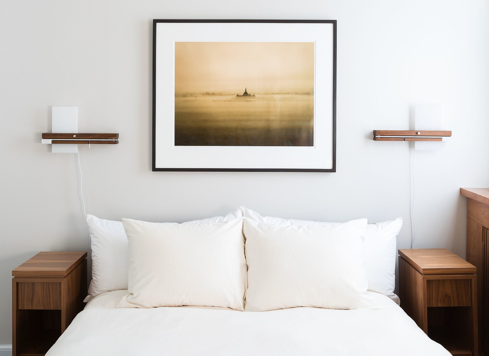 how to maximize your minimalist style bedroom