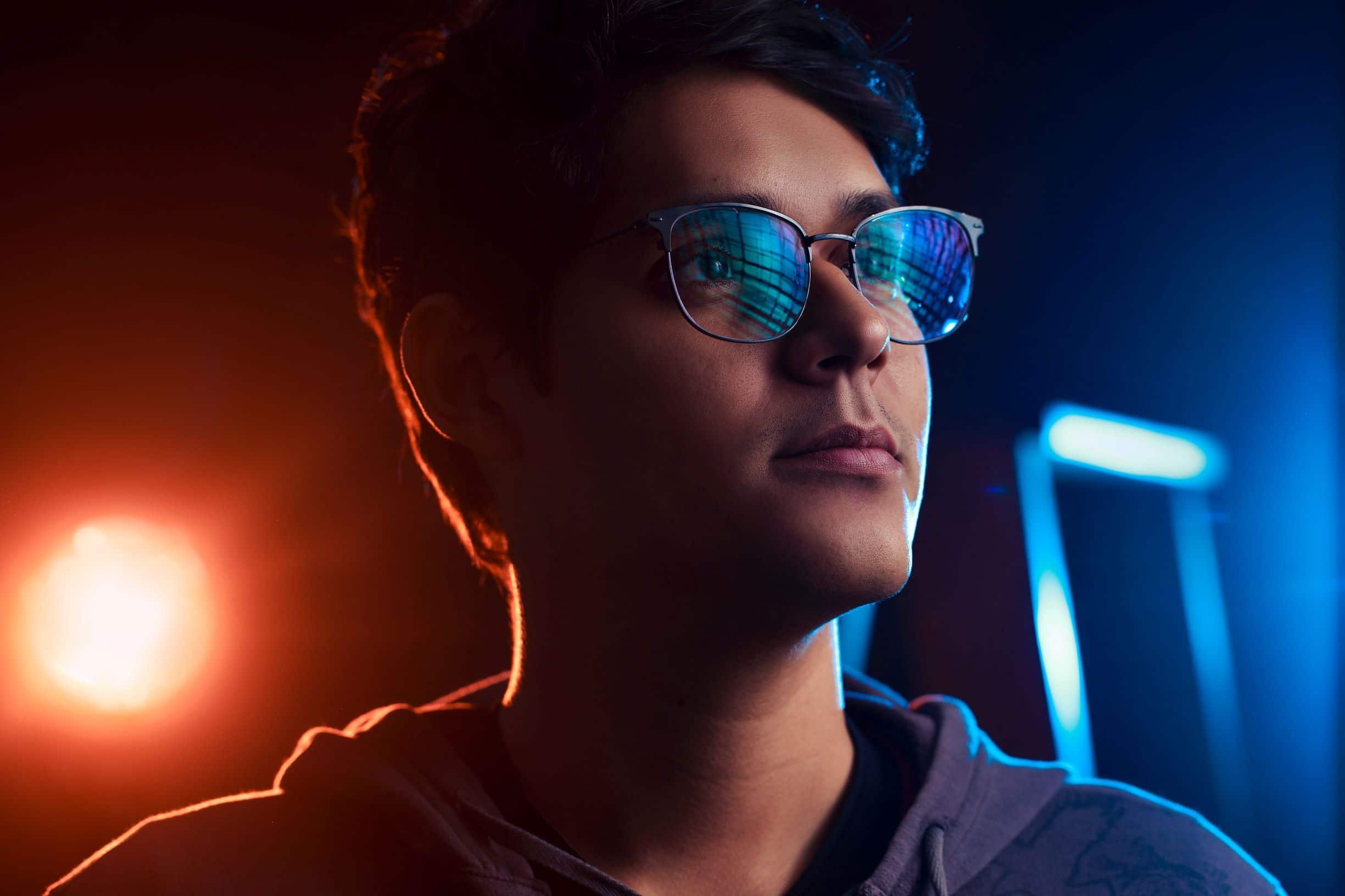 blue light glasses help prevent headaches