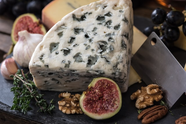 should you avoid cheese before bed?