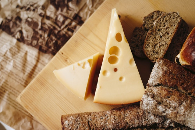 can stinky cheese give you nightmares?