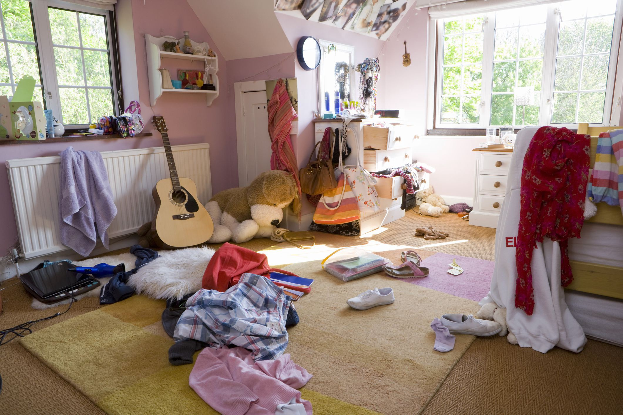 keep clutter out of your bedroom