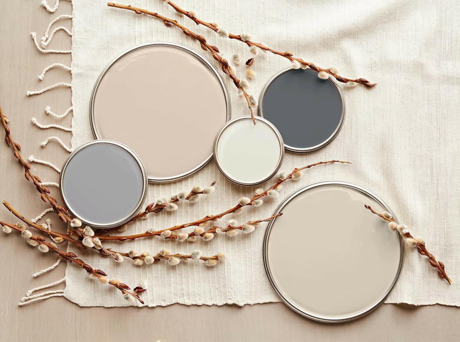 use nuetral tones in seasonal shades